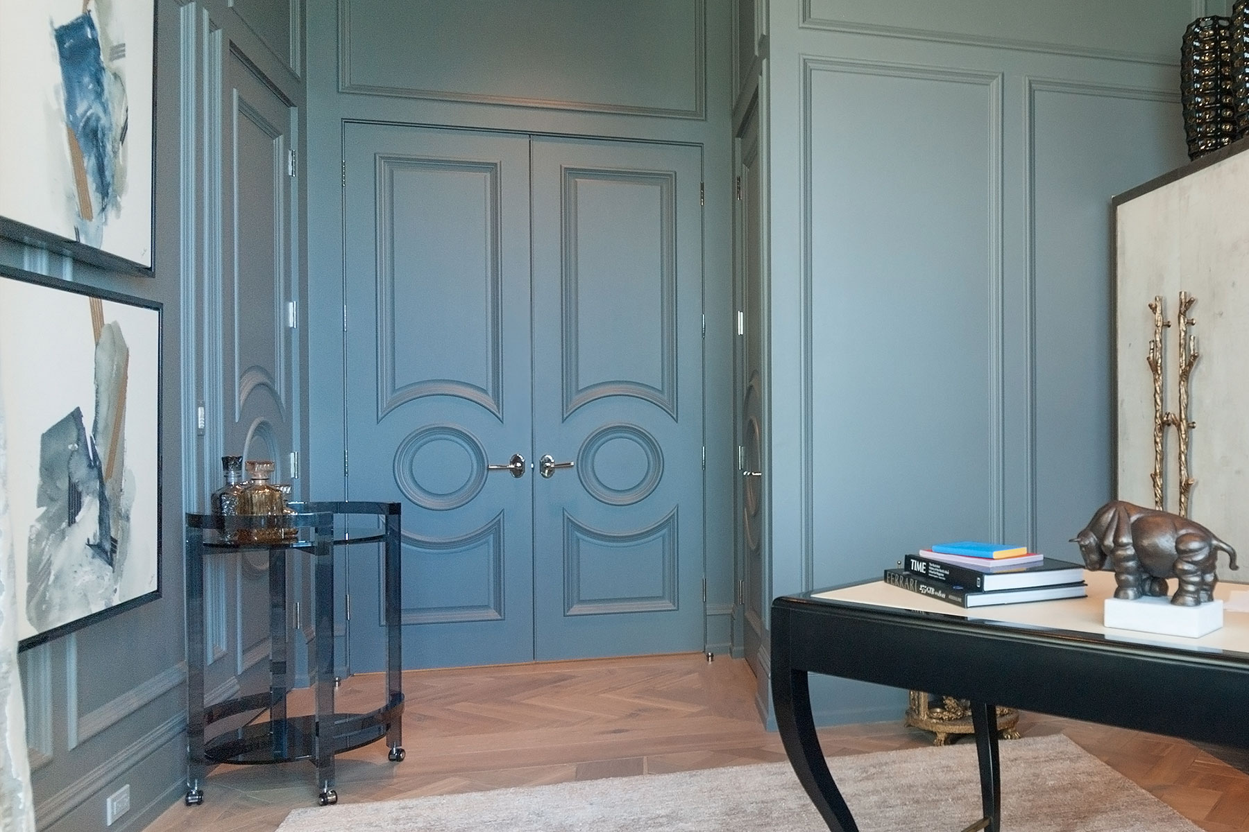 Pair of TS3140 inteiro doors in MDF with Big Bolection (BBM) moulding and Scoop (B) panel