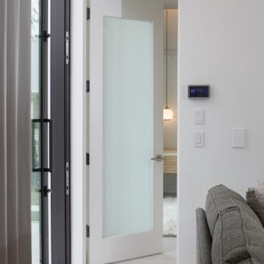 The White Lami Glass in this TM1000 provides total privacy while creating a modern aesthetic