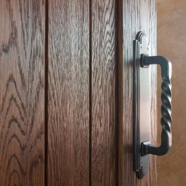 Detail of VG1010 door in wire-brushed white oak.