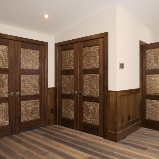 TS3000 doors in walnut with One Step (OS) sticking and Croc Nuts leather.