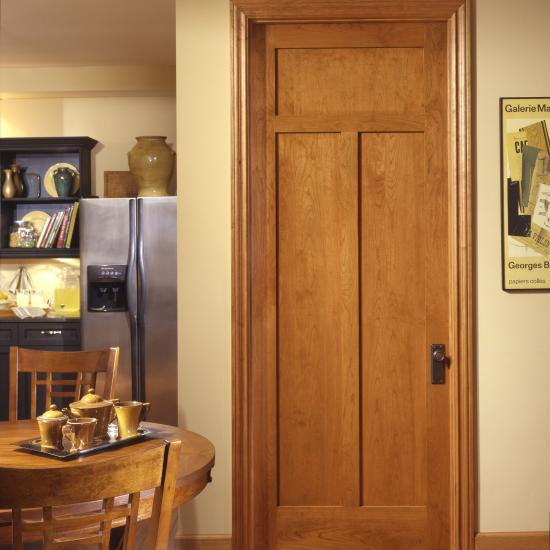 The use of cherry adds a warm tone to this craftsman kitchen. TS3240 in cherry with square stick (SS) sticking and flat (C) panel.