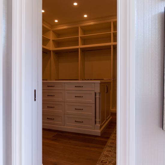 The clever use of side trim allows a TS3140 with Big Bolection (BBM) moulding to be used as a pocket door.