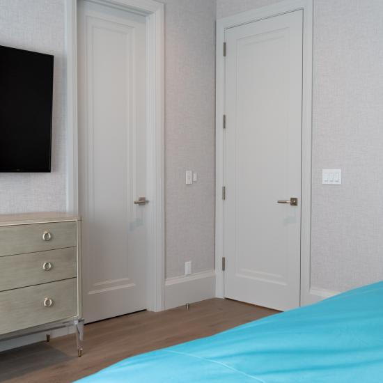 A guest room features TS1000 doors in MDF with Miracle (MR) moulding and Flat (C) panel.