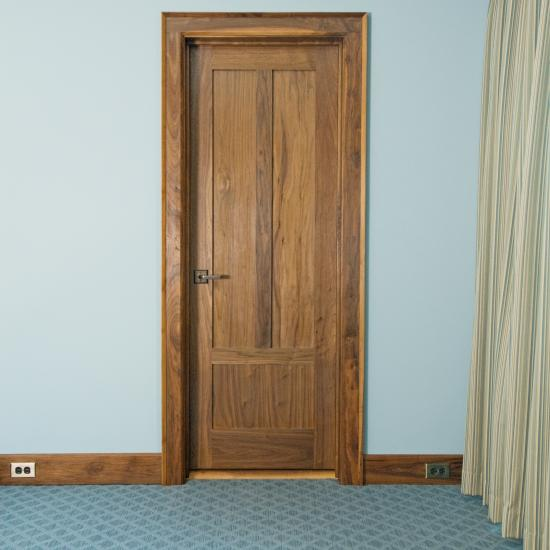 TS3190 in walnut with square stick (SS) sticking and flat (C) panel